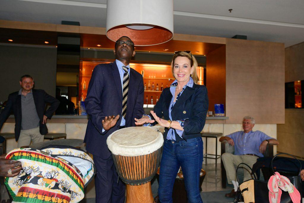 Mme Maria Elena Cuomo avec Youssou N'Dour à Dakar